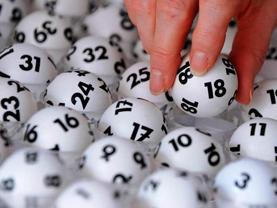 Bald können User online ihren Lotto-Tipp abgeben.  | Foto: dpa
