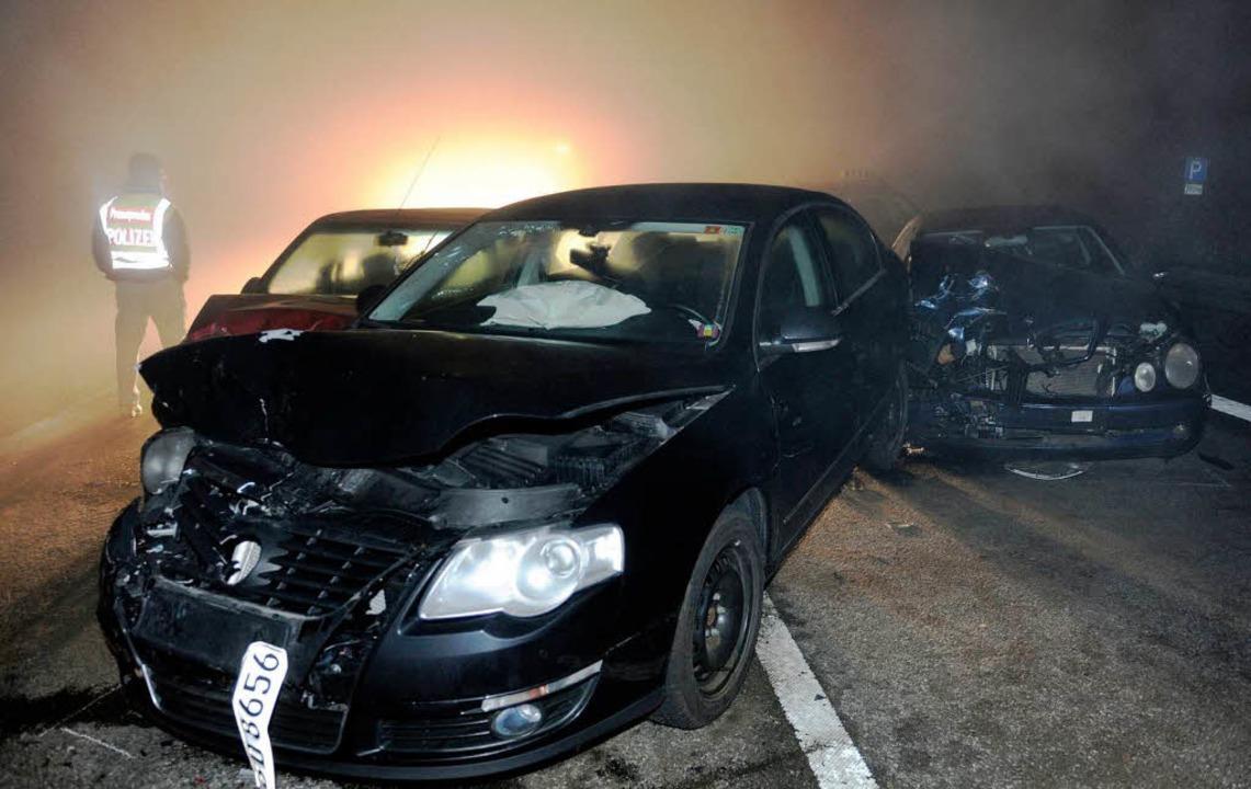 Eines der Autos, die in der Neujahrsna...Teningen und Freiburg zerstört wurden.    Foto: dpa