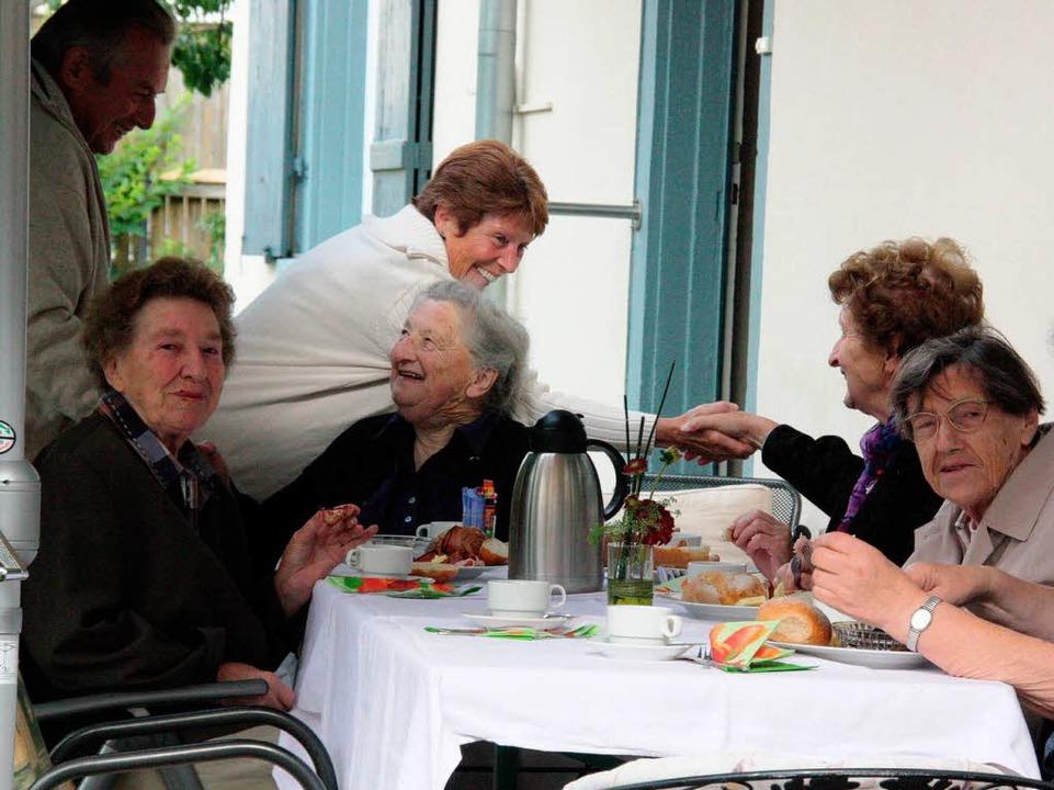 Zahlreiche Gäste kamen nach Oberrotwei...hofer das Winzerfrühstück zu genießen.    Foto: Christine Aniol