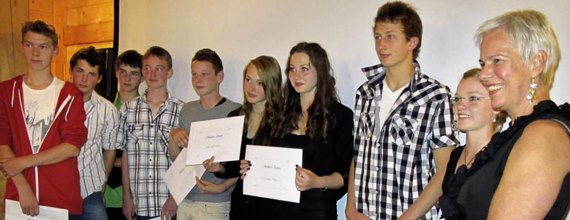 Sie verlassen die Hauptschule Hinterza...uen Schuljahr nach Freiburg wechselt.   | Foto: Barbara Herrmann