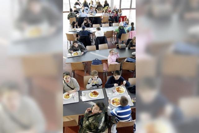 Mensa-Modell an Schulen hat sich bewährt - 1210 Essen täglich