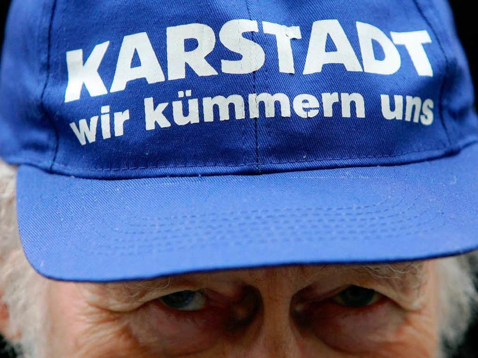 Die Karstadt-Mitarbeiter kümmern sich ...e Kunden, die Manager um den Jobabbau.  | Foto: dapd