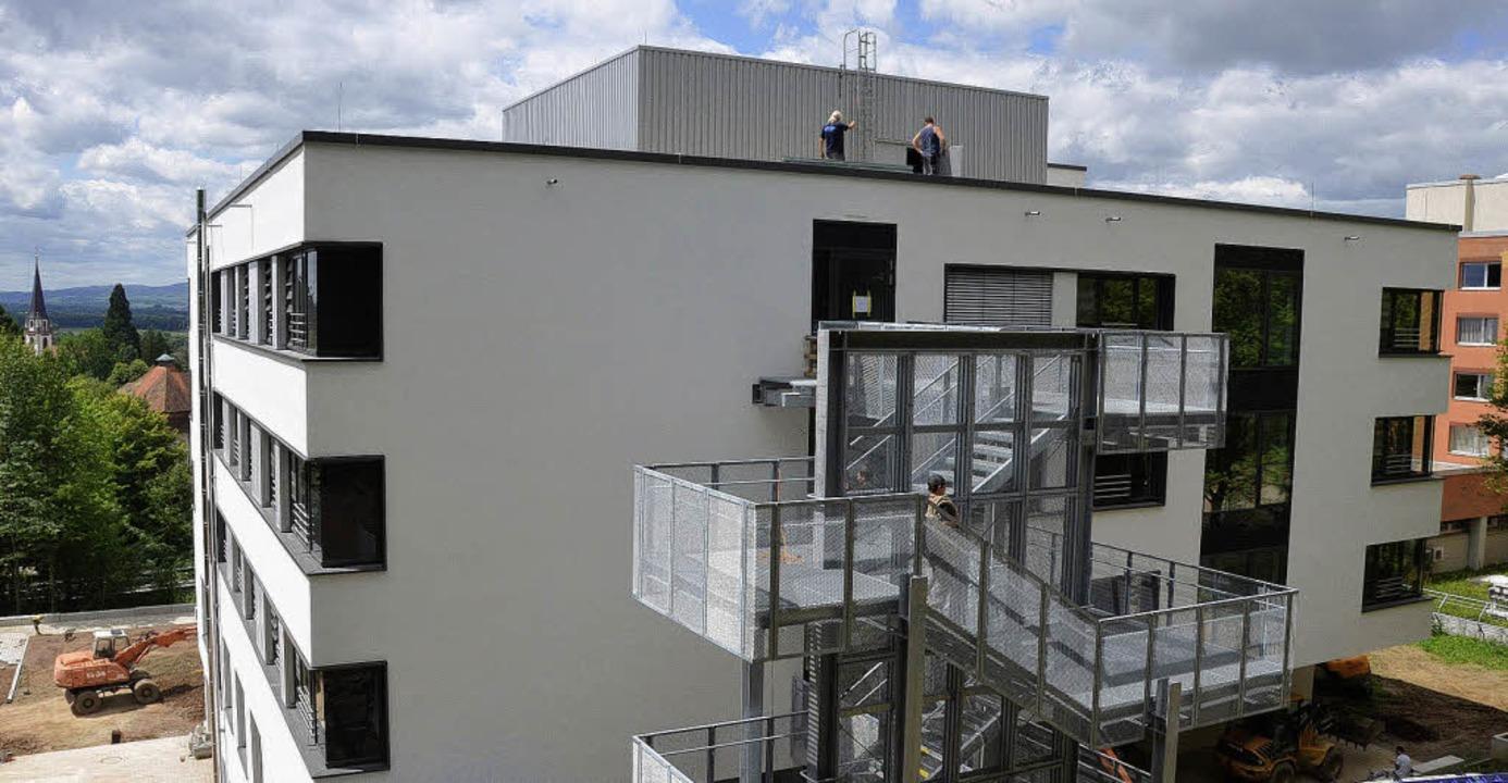 Am Ergänzungsbau des Kreiskrankenhause...r Altbau der Kreisklinik  zu erkennen.  | Foto: Hans-Jürgen Truöl