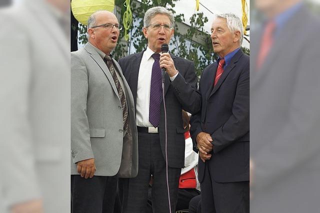 Trio singt