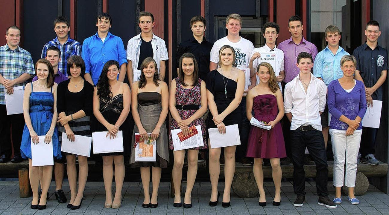 Absolventen und Preisträger am Schulzentrum in Freiamt.    Foto: Schule