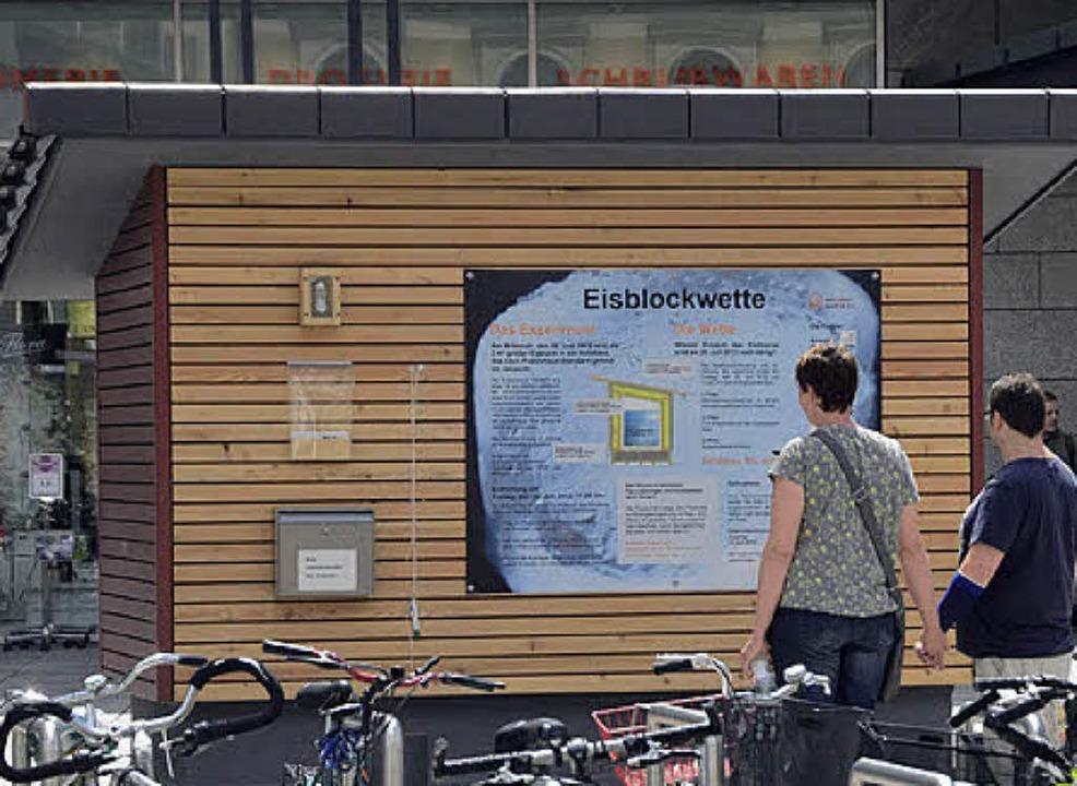 Gedämmte Hütte: Die Eisblockwette wird aufgelöst.     Foto: Walser