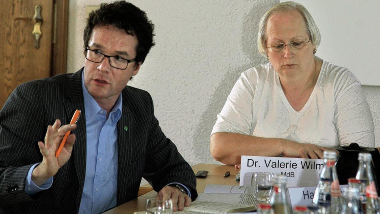 Auf ihrer Info-Tour machten  Harald Eb...erie Wilms  auch Halt in Grafenhausen.  | Foto: Sandra Decoux-Kone