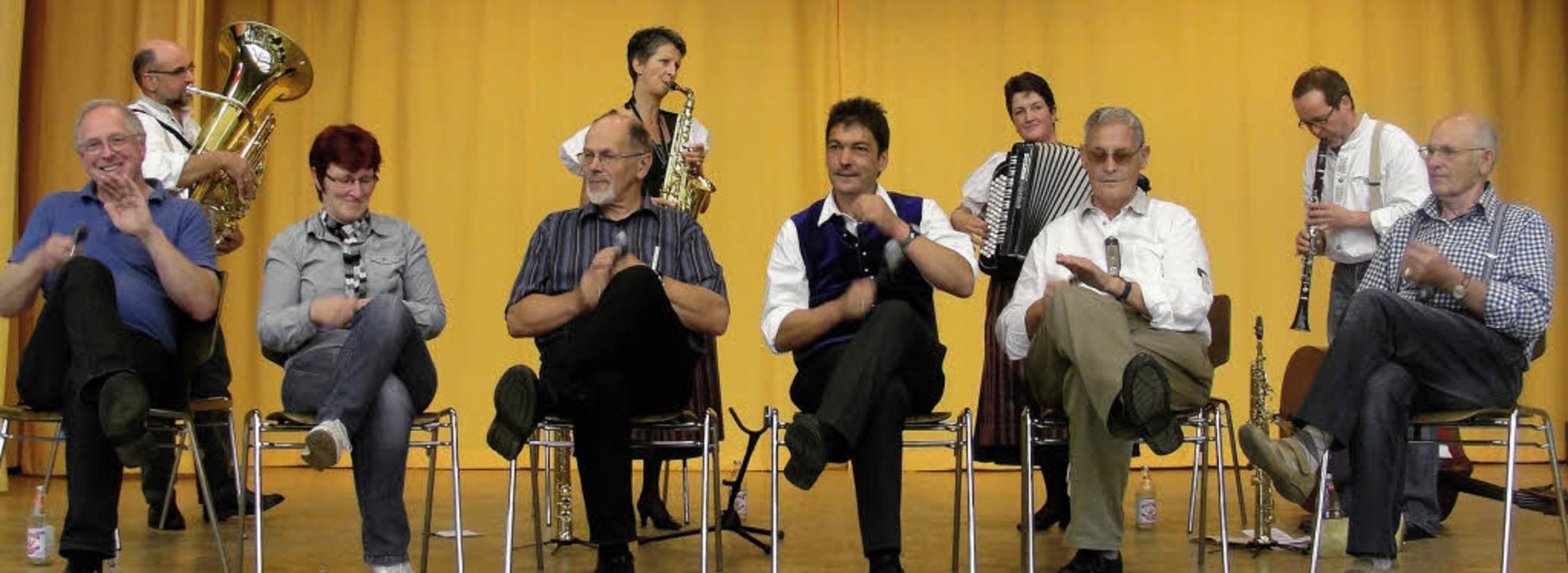 """Der von Bürgermeister Wirbser geleitet... Polka der """"Firobe Musik"""".    Foto: Tina Hättich"""