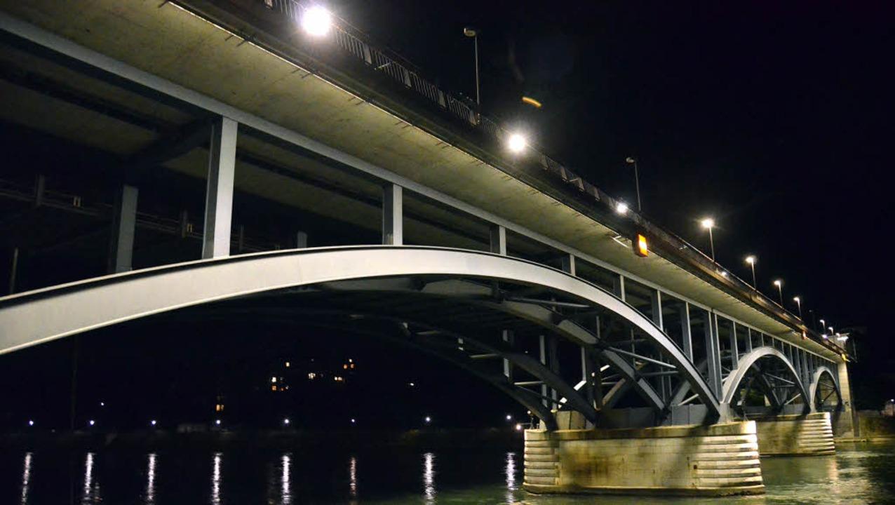 An der Wettsteinbrücke sorgen 350 Mete...LED-Lichtbalken für gute Sichtbarkeit.  | Foto: Adrian Steineck