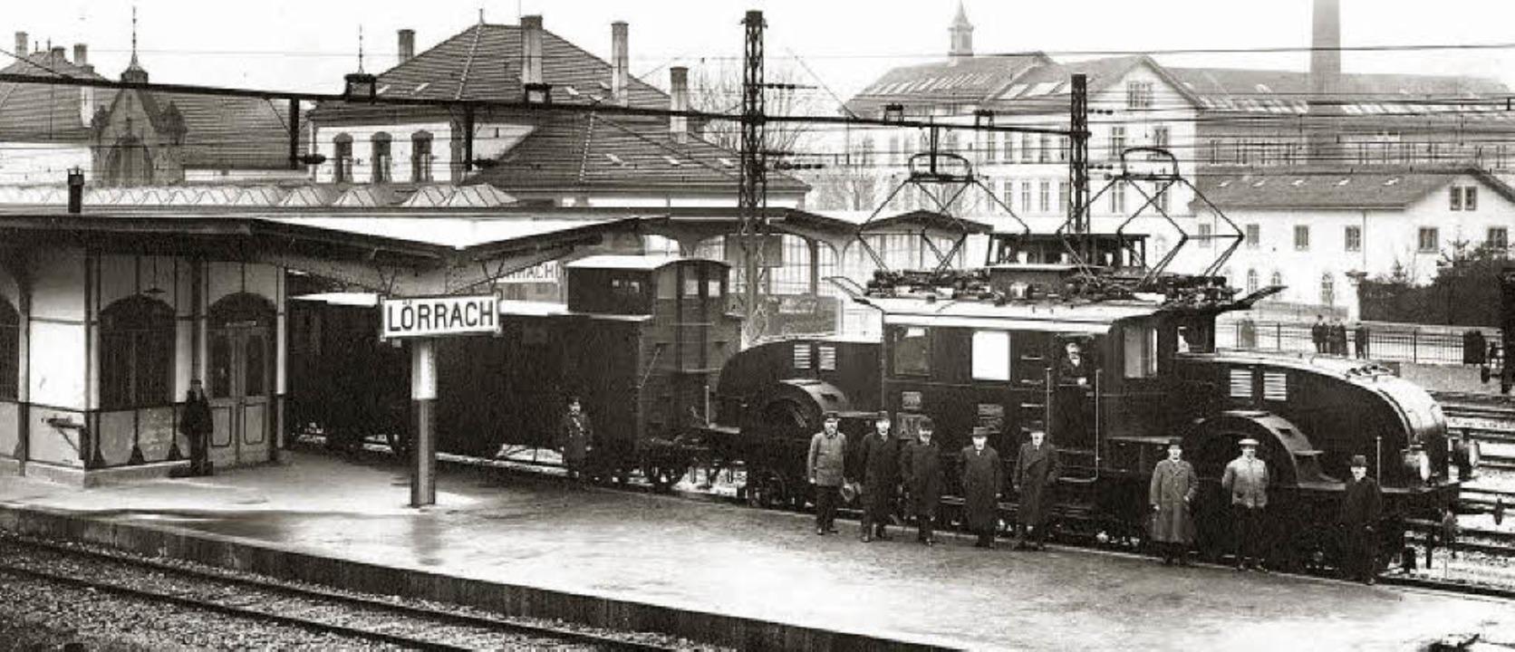 Dieses Bild wurde vom Lörracher Bahnho...als die Strecke elektrifiziert wurde.   | Foto: Museum am Burghof