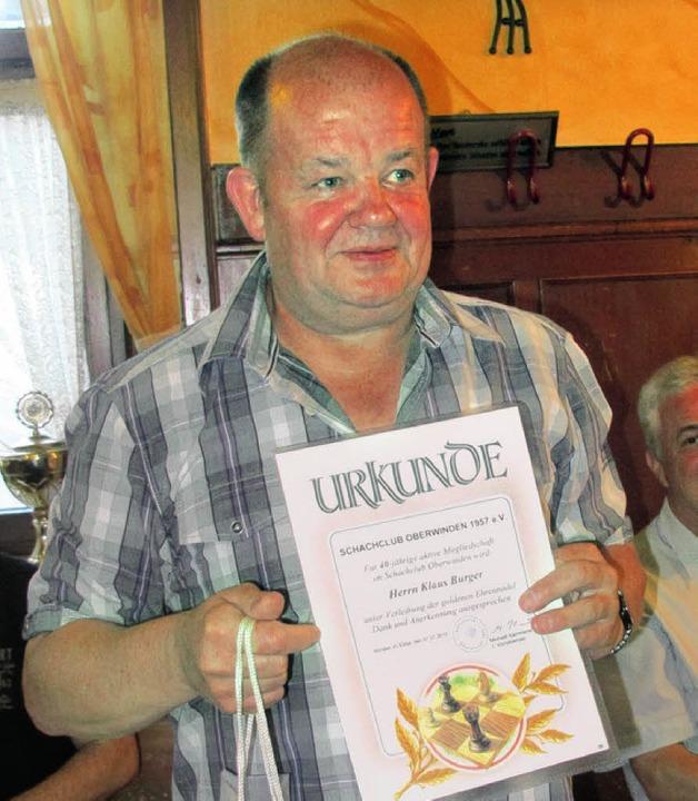 Seit 40 Jahren hält Klaus Burger, im O... dem Schachclub Oberwinden die Treue.   | Foto: Helmut Häringer