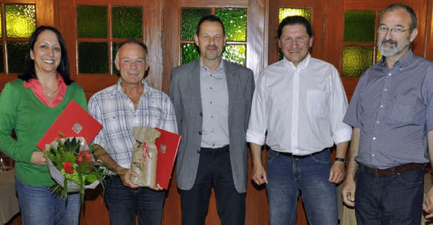 Für ihre Arbeit im Merdinger SPD-Ortsv...n Vorgänger Reiner  Hug gratulierten.   | Foto: julius steckmeister