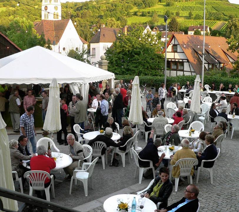 Gut besucht war das Fest im Schlosshof.  | Foto: frowalt janzer