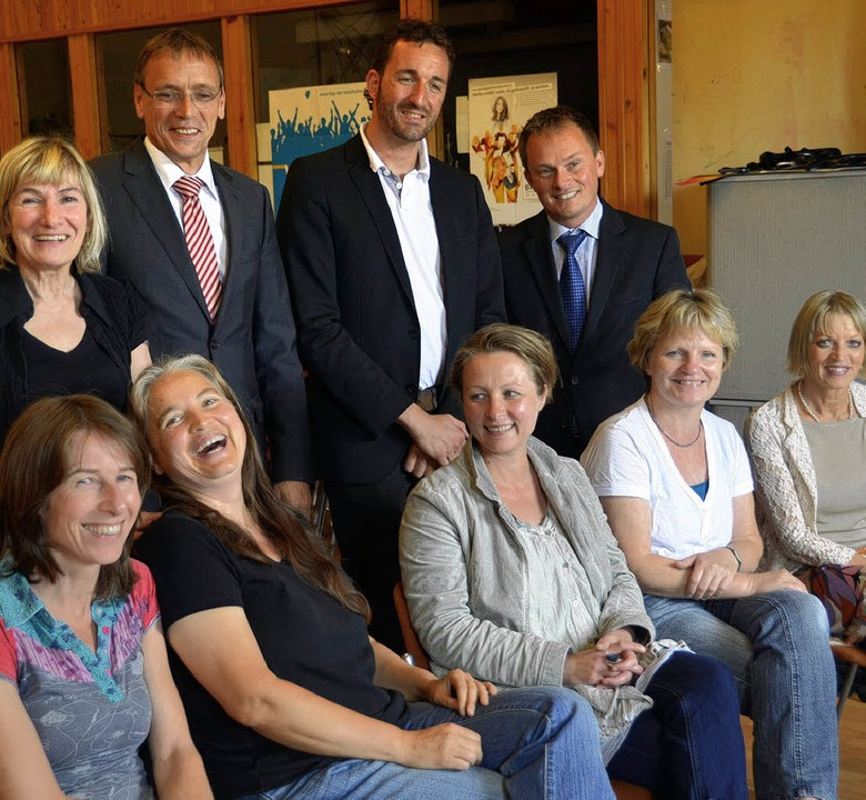 Eine Kooperation, die Freude macht: Ka...nd  Bärbel Spira (sitzend, von links).    Foto: Sabine Ehrentreich