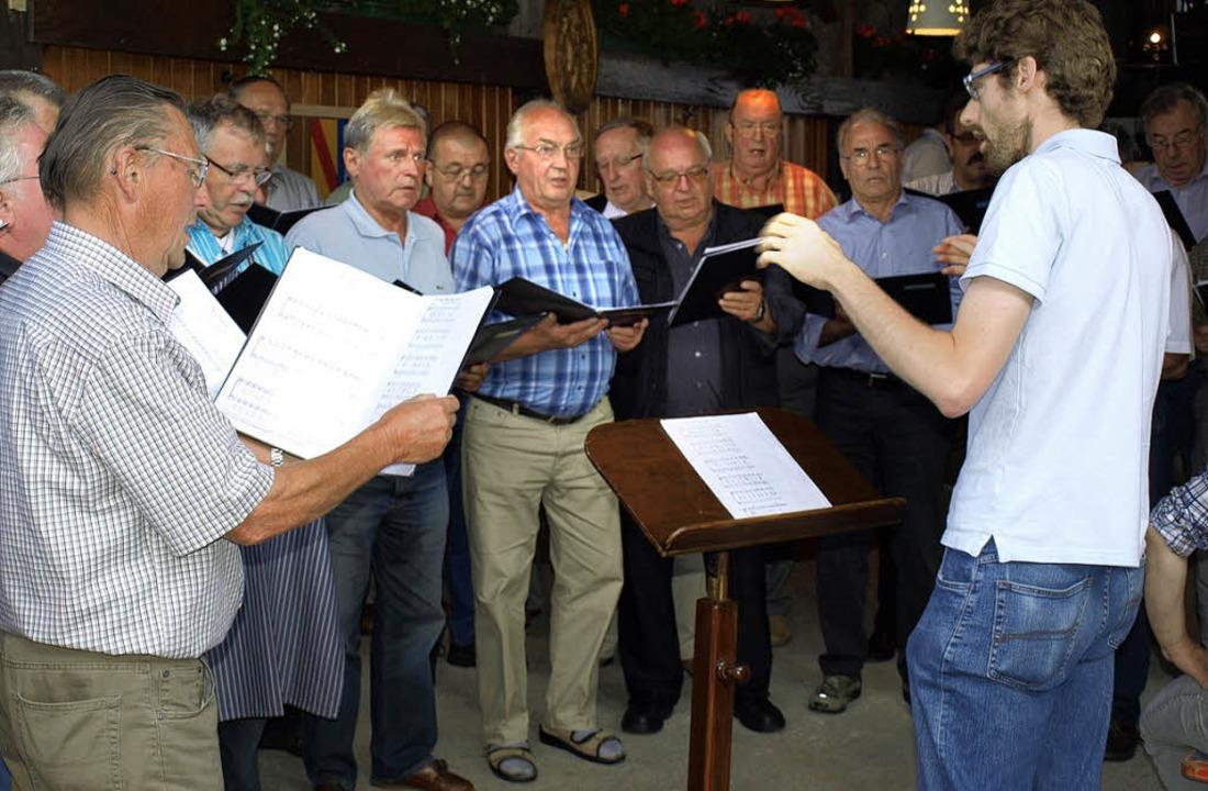 Beim Hofsängerfest des Männergesangver...tpourri bunter und beliebter Melodien.    Foto: Paul Schleer