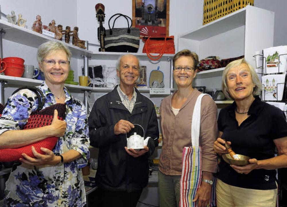 Sie sind im Salzladen aktiv (von links... Namini, Anne Olsen und Ursel Brandl.   | Foto: Thomas Kunz