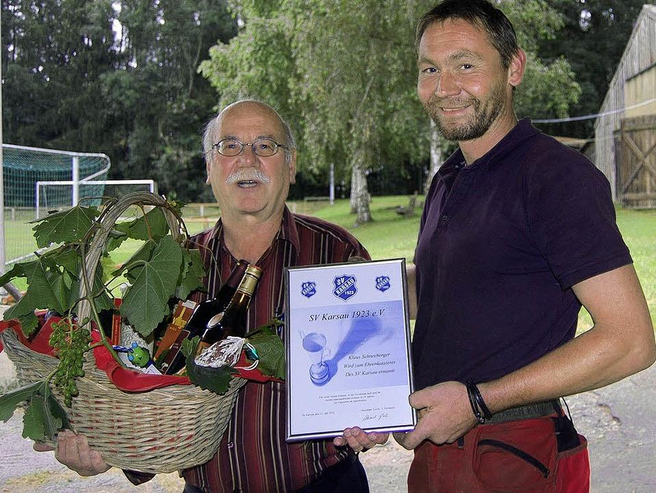Klaus Schneeberger (links) wurde vom V...z für 55 Jahre Mitgliedschaft geehrt.     Foto: Manfred Risch
