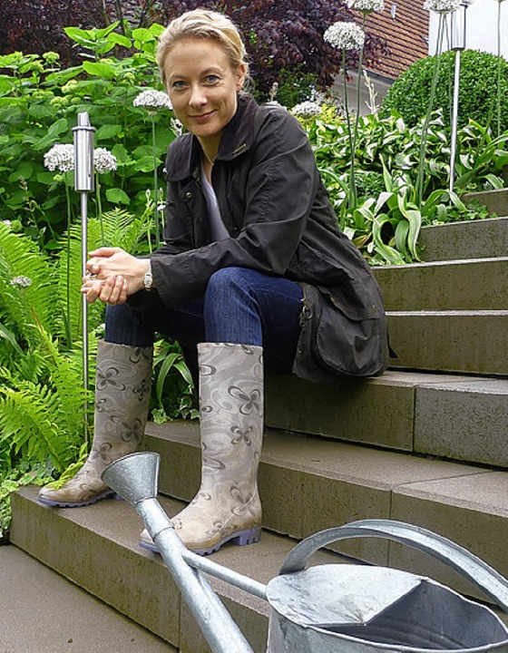 Monika Hennies-Graser aus Karsau auf ihrer Treppe im Garten  | Foto: Claudia Gempp