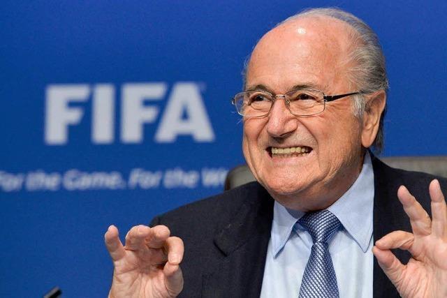 Kein Rücktritt, kein Kommentar: Blatter sitzt Affäre aus