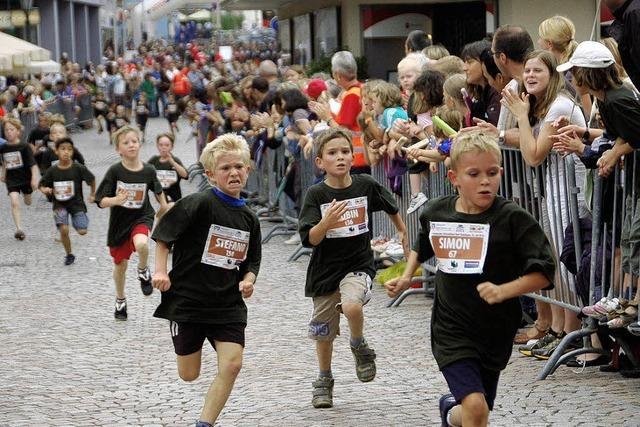 1000 Starter nehmen den Altstadtlauf in Angriff