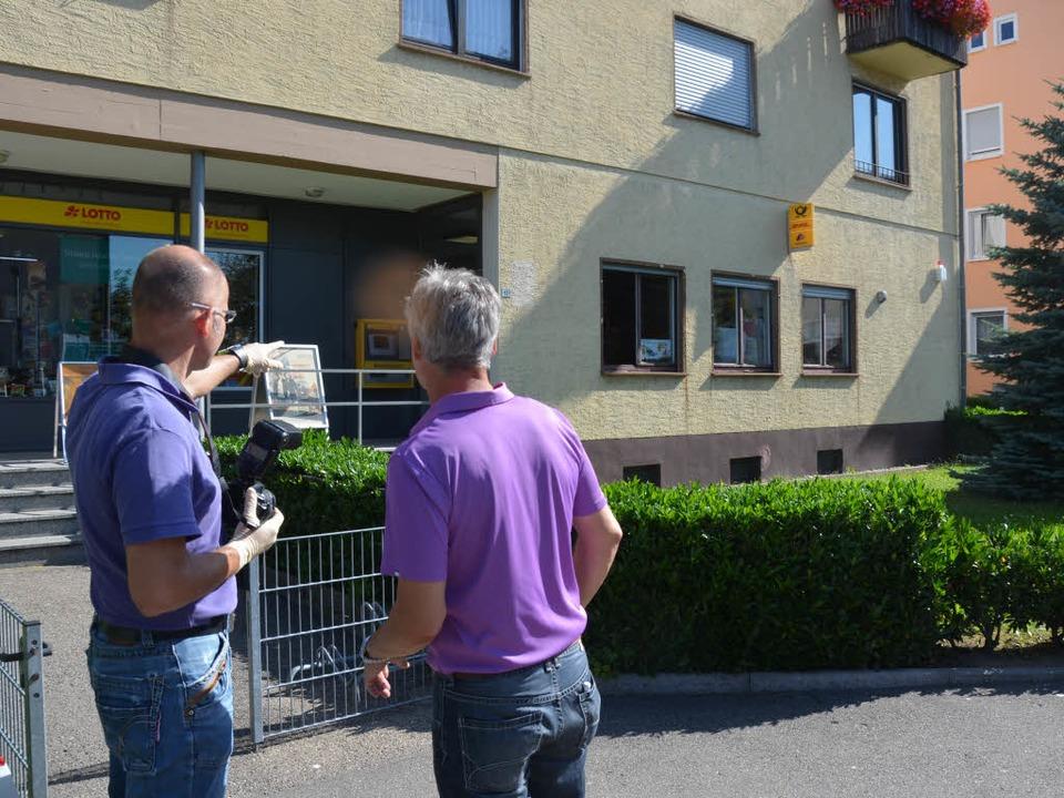 Experten der Kripo am Tatort.  | Foto: Ralf Burgmaier