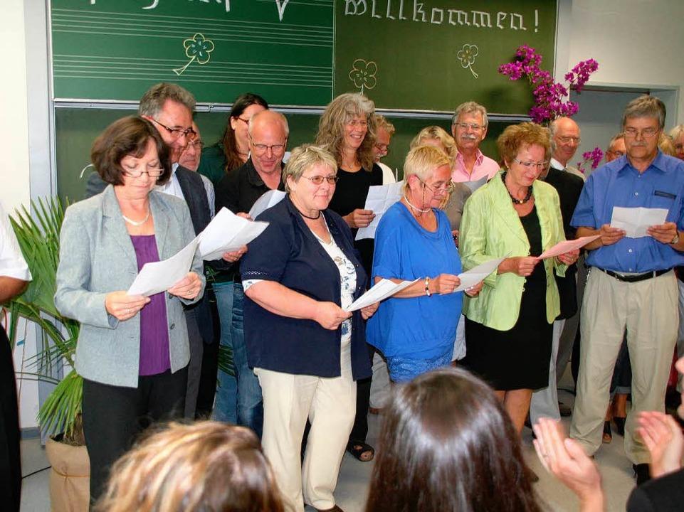 Ein Ständchen gab der Chor der Schulleiter zum Abschied von Reinhold Fetscher.    Foto: Marlies Jung-Knoblich