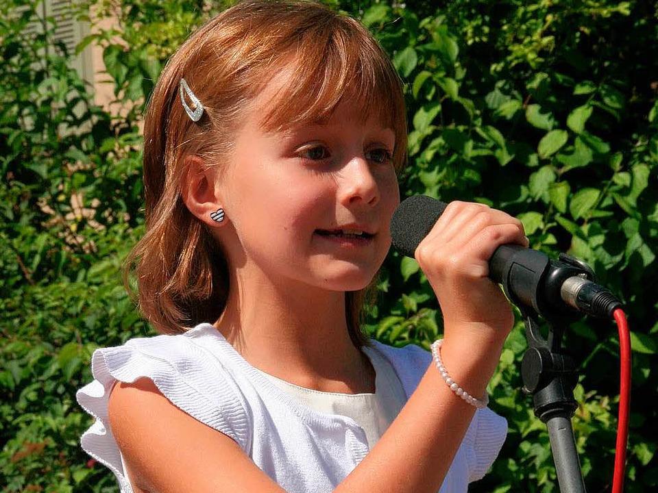 Viel Applaus erhielt Alicia Geske für ihr Lied zu Ehren von Reinhold Fetscher    Foto: Marlies Jung-Knoblich