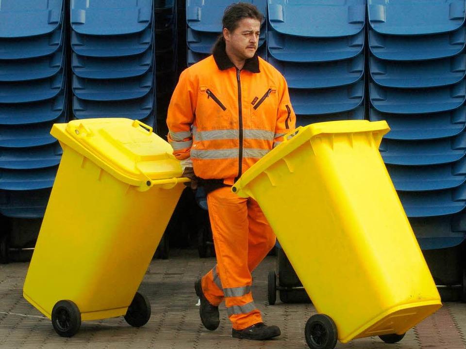 Die gelber Tonne ersetzt den gelben Sack – und wird gefräßiger.  | Foto: dpa picture alliance
