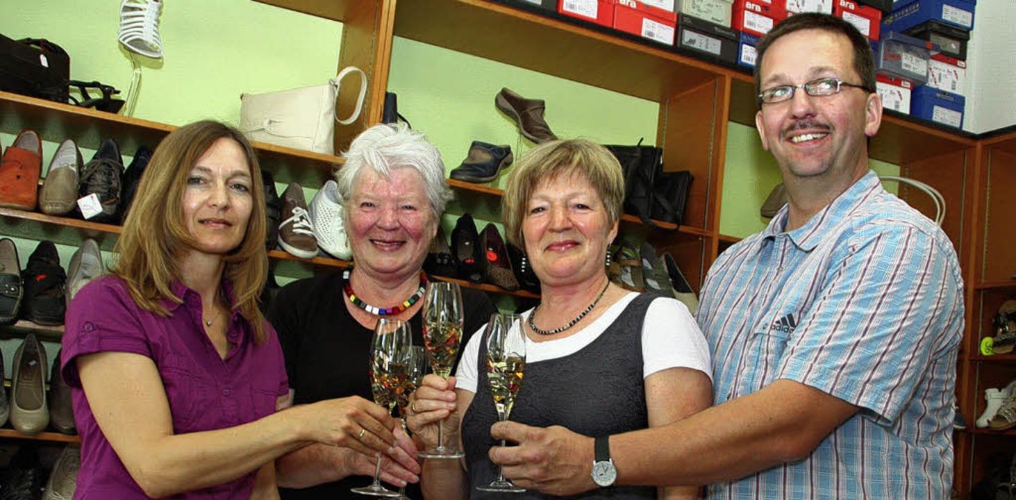 Claudia Meola, Selma Dede, Ursula Kram... 50-jährigen Bestehen des Schuhauses.   | Foto: Jörn Kerckhoff