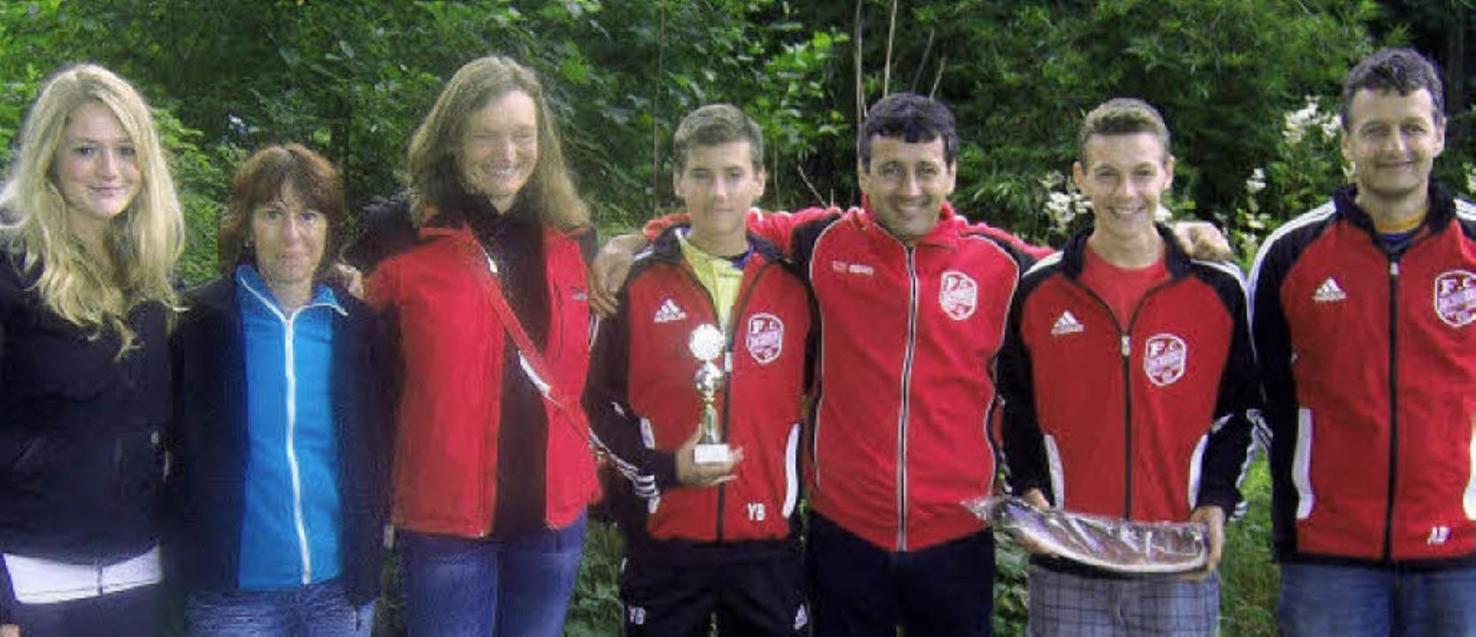Die Sieger im Grümpelschießen 2012 war...nteam fehlt Ilona Wagner auf dem Bild)  | Foto: Verein