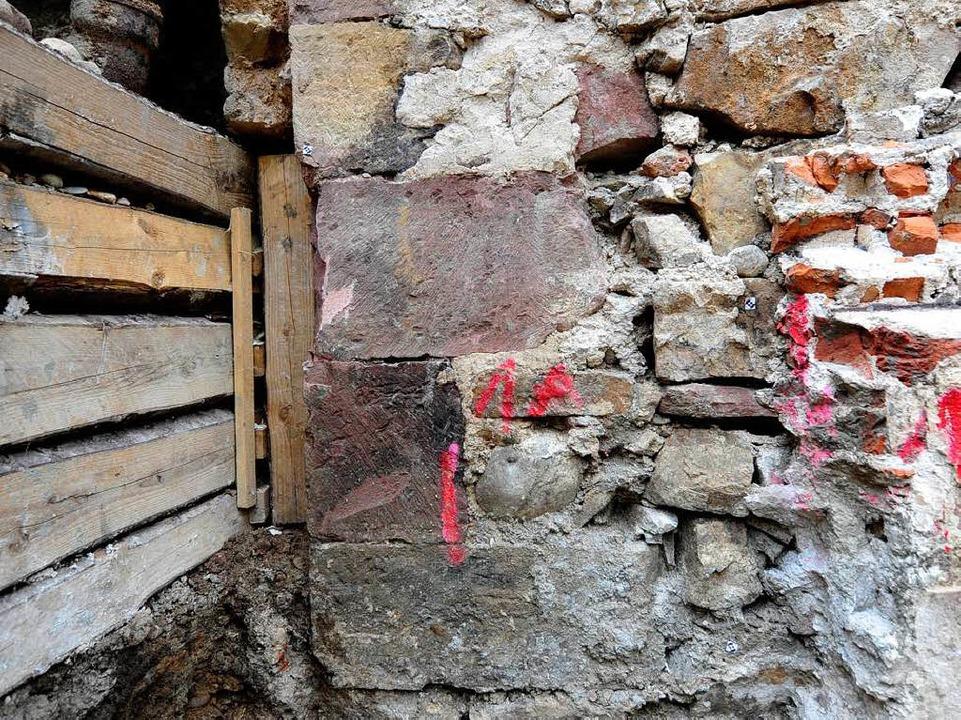 Eine rund 900 Jahre alte Mauerecke  | Foto: Ingo Schneider