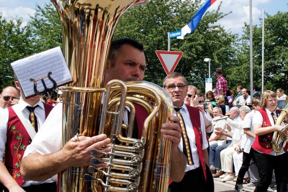 Festumzug der Musikkapellen aus dem Bezirk zum Jubiläum 200 Jahre Musikverein Niederhausen (Foto: Ilona Huege)