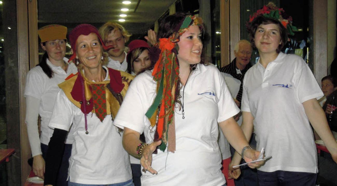Mit einem fröhlichen Helferfest voller...chmals mit viel Humor Revue passieren.  | Foto: Binner-Schwarz
