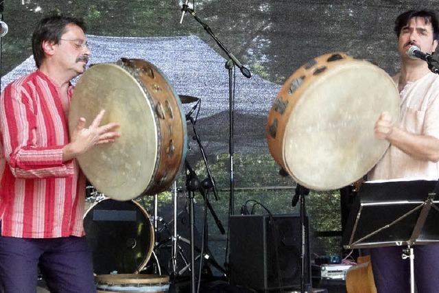 Volxmusik und afrikanische Trommeln