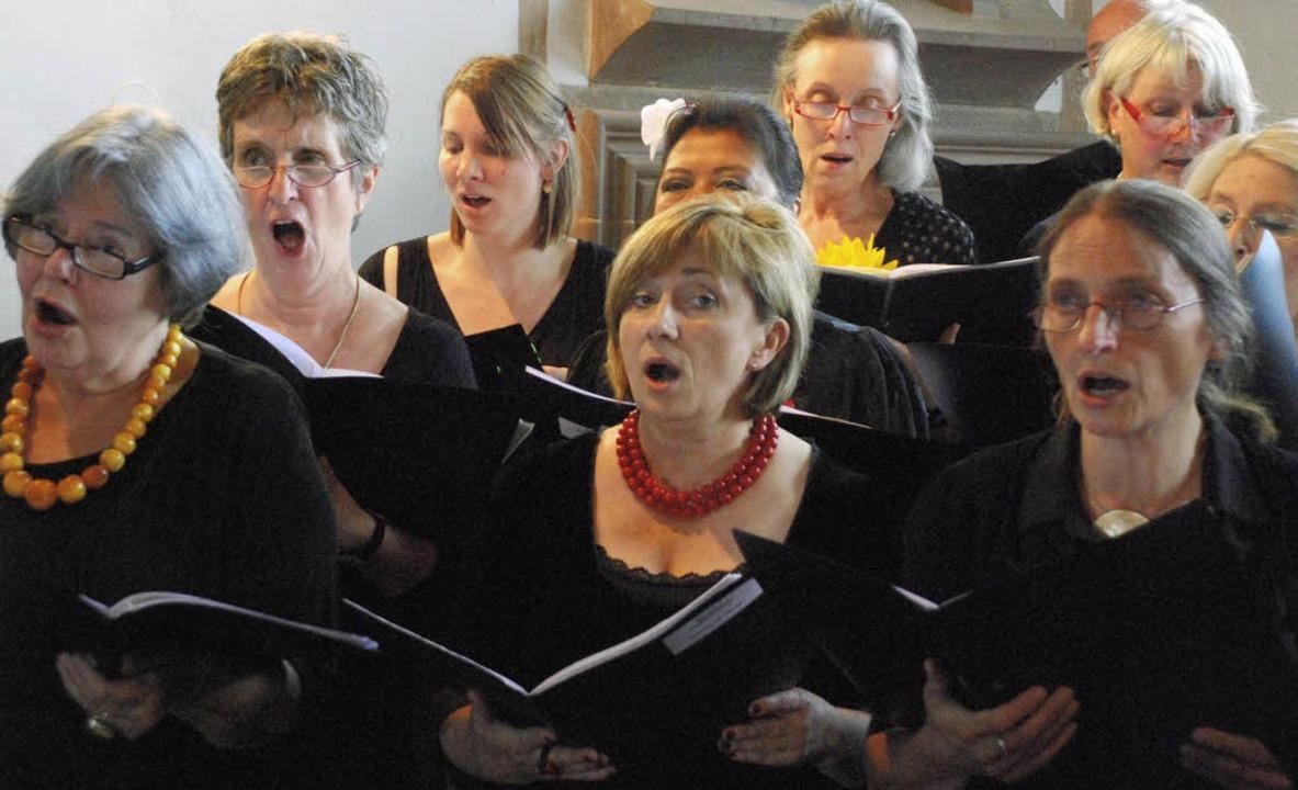 Der Gesangverein Tüllingen beim Konzert in St. Ottilien   | Foto: Maja Tolsdorf