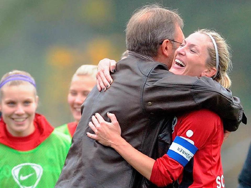 War elf Jahre lang beim SC: Kerstin Bo...t (hier mit Trainer Milorad Pilipovic)  | Foto: Seeger