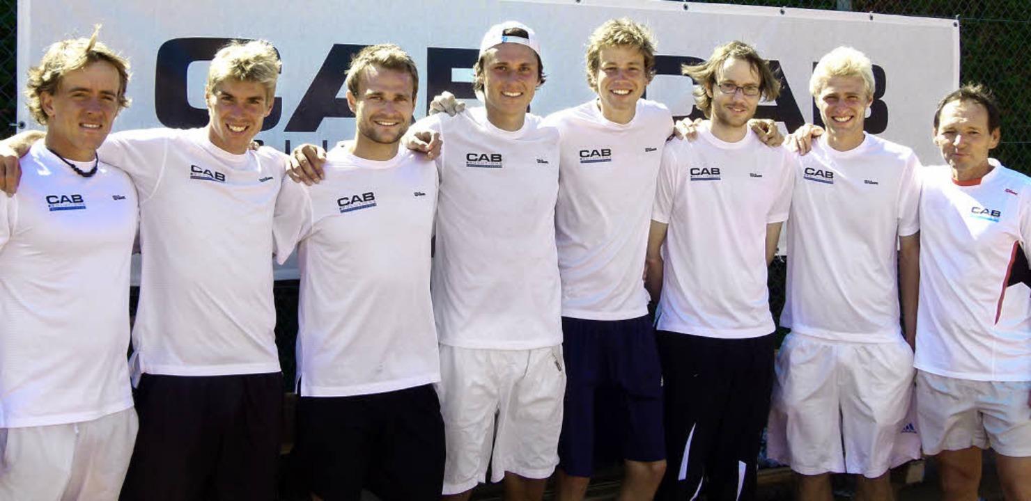 Der TC Schönberg, die Mannschaft, die ...ank, Davy Sum und Trainer Uli Hanser.   | Foto: Günther Barth