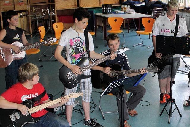 Junges Volk rockt den Schulhof
