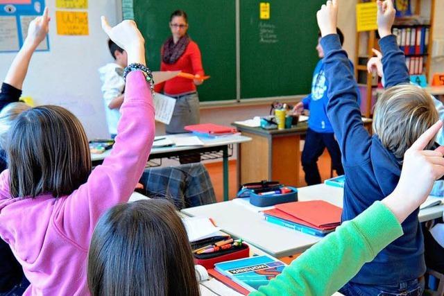 Opposition warnt vor Schulsterben