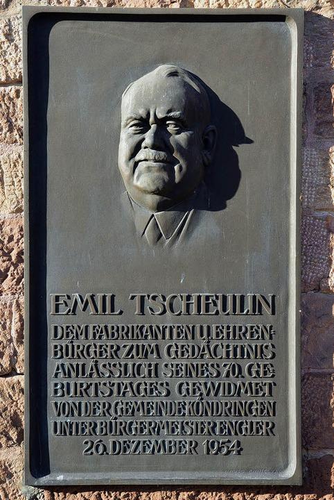 Die Tafel an der Kirche: Ausgangspunkt...ssion, deren Ende nicht abzusehen ist.  | Foto: Hans-Jürgen Truöl