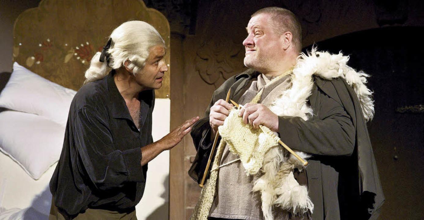 Der Anwalt und sein Mandant: Hans Poes...iter in Regine Effingers Inszenierung   | Foto: maurer
