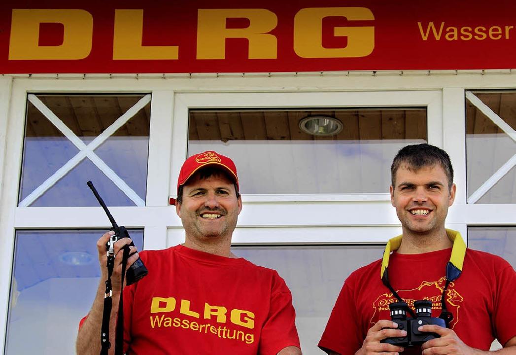 Das Ostseebad Binz heute: Die DLRG-Wac...ten vom Rettungsturm den Badebetrieb.     Foto: dapd