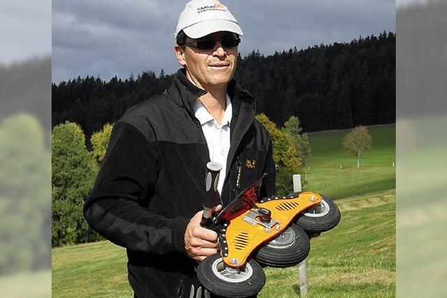 Premiere: Erste Kuhfladen-Rodelmeisterschaft im Hochschwarzwald