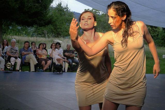Tänzer schaffen bewegende Momente