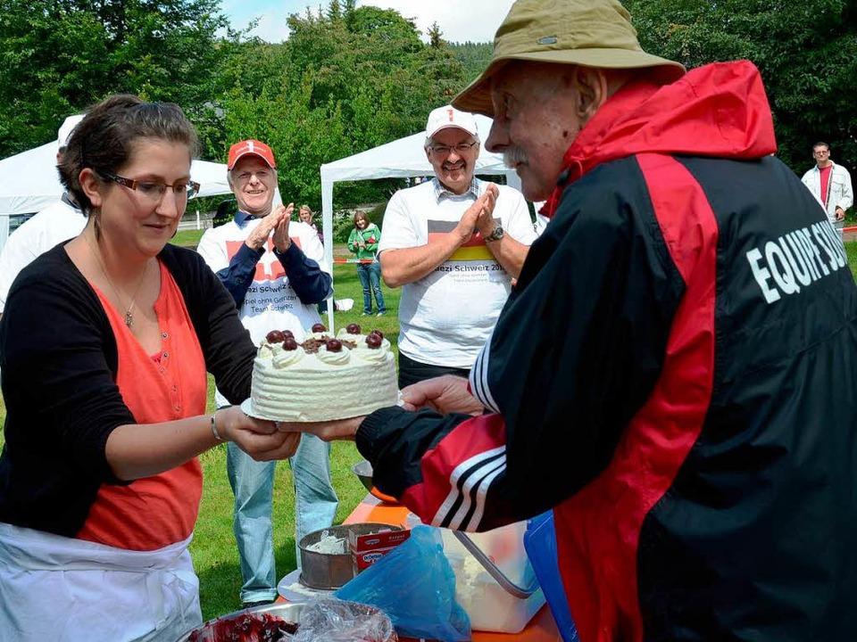 Die Torte von Franziska Mayer bekam Ku...ansplantierten-Verein geknüpft hatte.   | Foto: Filz