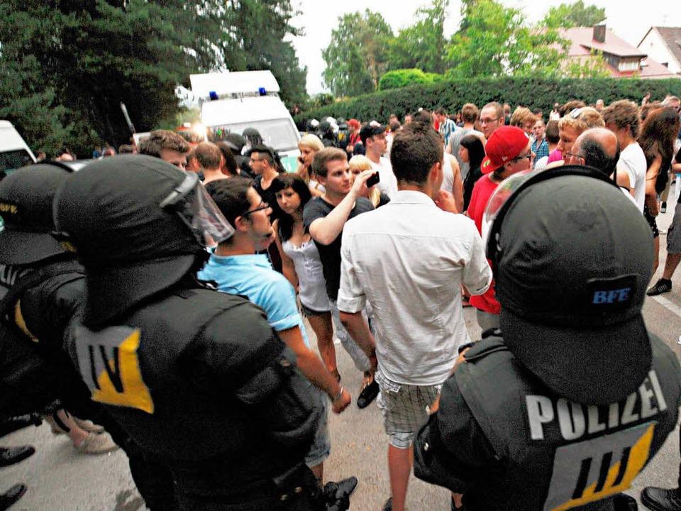 Wer muss bei einer illegalen Facebook-...osten für einen Polizeieinsatz tragen?  | Foto: dpa