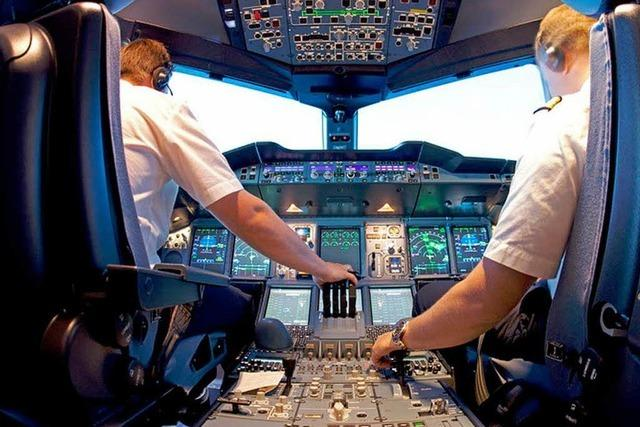 Lustige Kabinenansagen im Flugzeug – Eine Auswahl