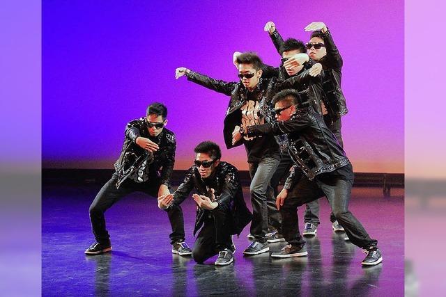 Fans bejubeln ihre Tanzstars