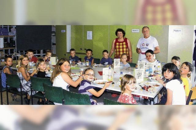 Ferienkinder haben viel Spaß am gemeinsamen Kochen