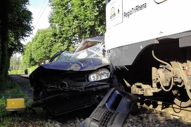 S-Bahn rammt Auto